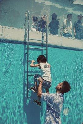 james-charmicael-piscina-bimbo.jpg